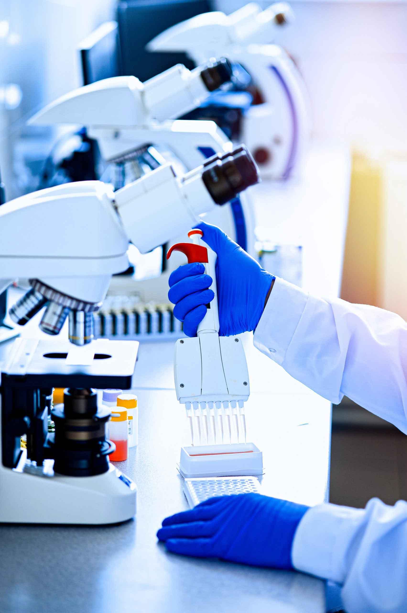 https://elarexinc.com/wp-content/uploads/2021/09/variable-volume-multichannel-pipette-medical-worker-scientist-laboratory-assistant-rubber-gloves-works-laboratory-scaled-1.jpg